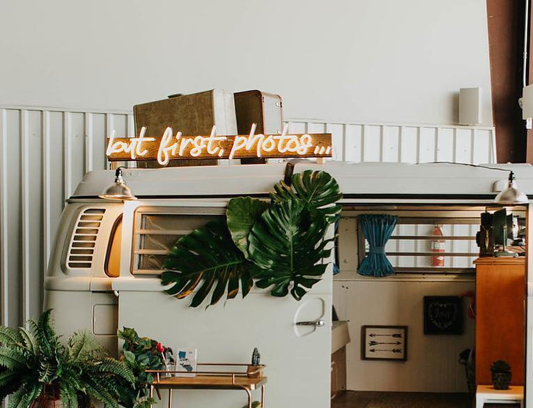 neon sign for photo booth