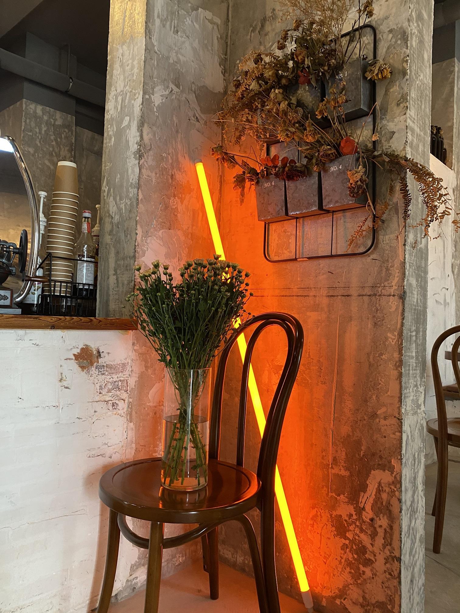 neon lamp orange